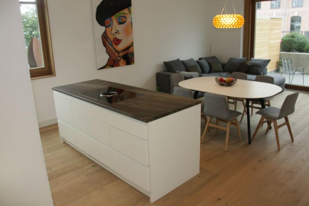 Asmo Küchen Rosenheim küche weiß grifflos lackiert naturstein arbeitsplatte schreinerei