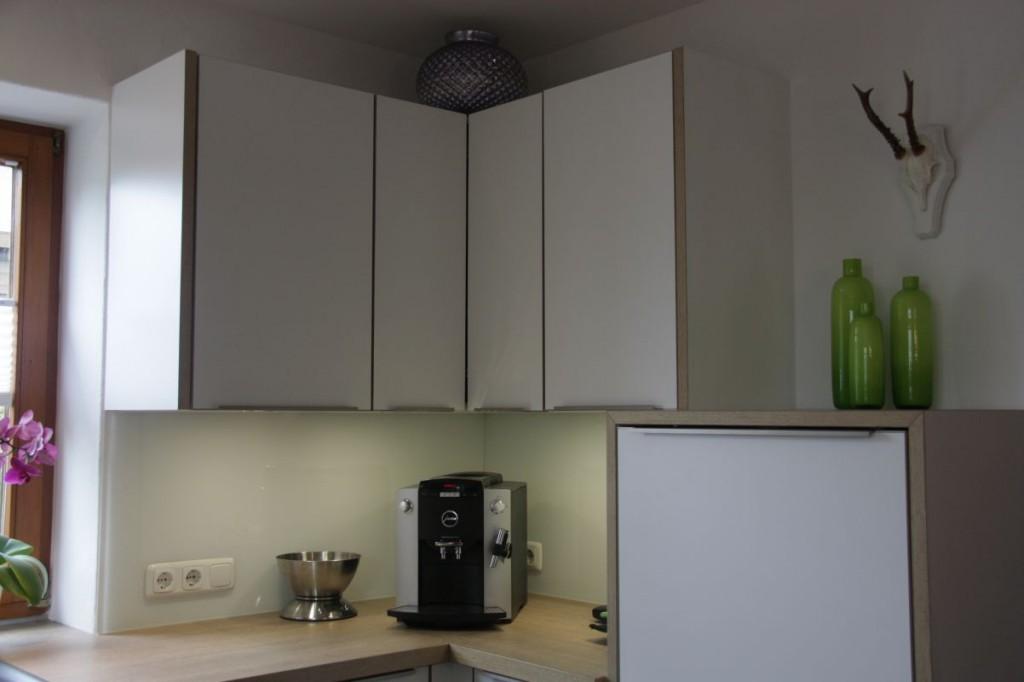 Küche Eiche Weiß : Küche weiß, Eichen-Arbeitsplatte, Edelstahl ...