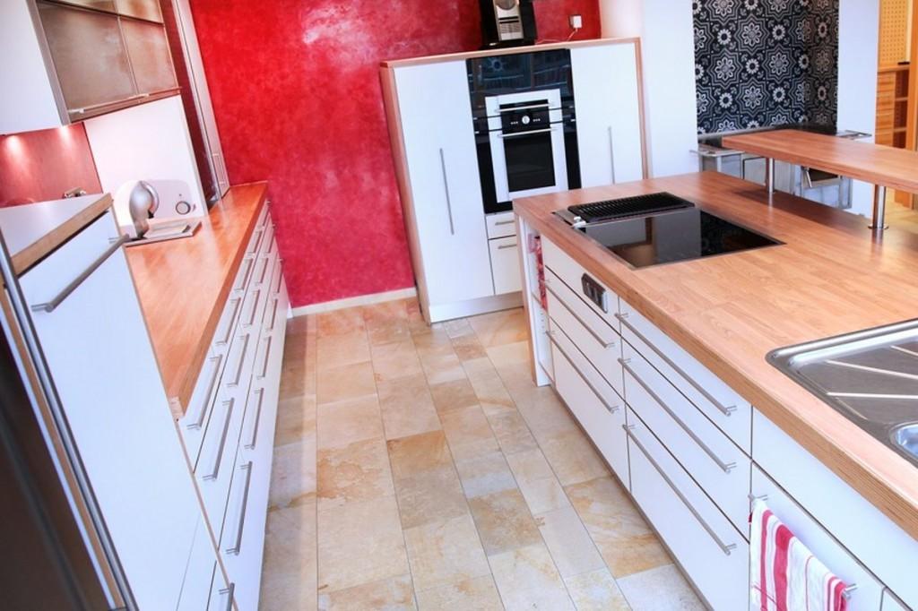 Arbeitsplatte ahorn  Küche weiß, HPL-Arbeitsplatte Ahorn, Edelstahl-Griffe ...