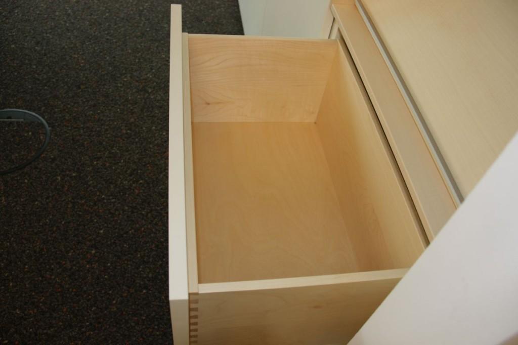 Empfangstheke Corian mit integriertem Schreibtisch ...